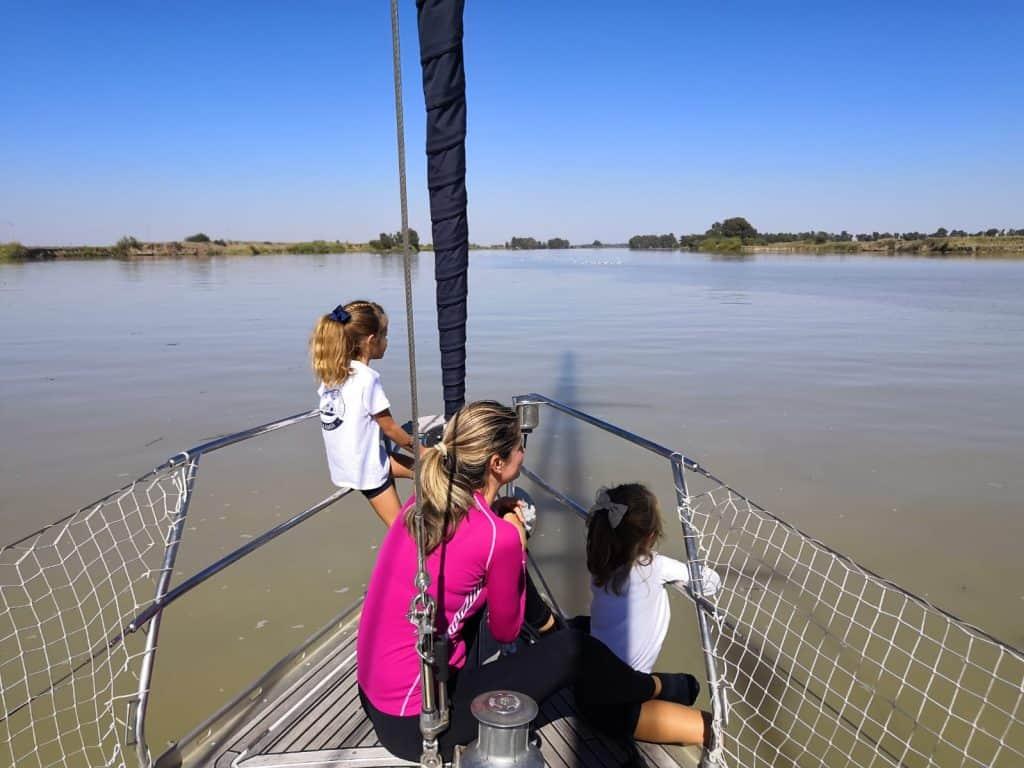 Navegando el Guadalquivir río arriba.