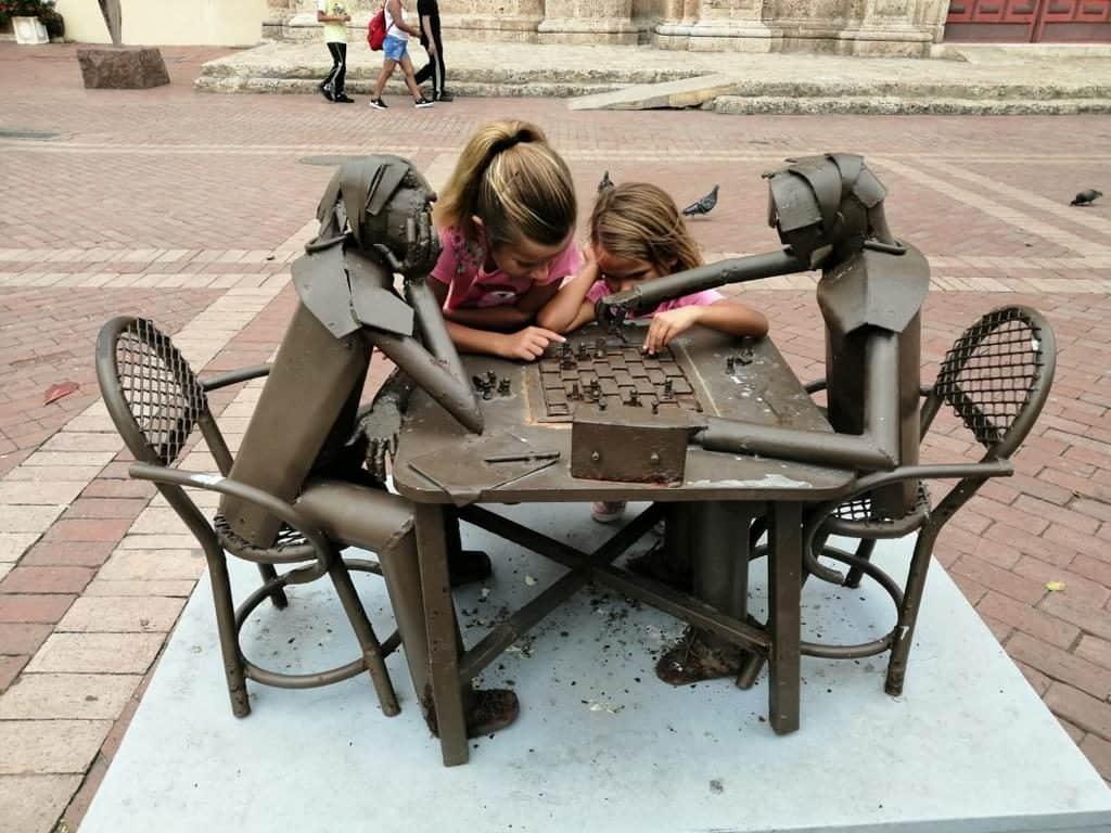 Esculturas en las plazas.