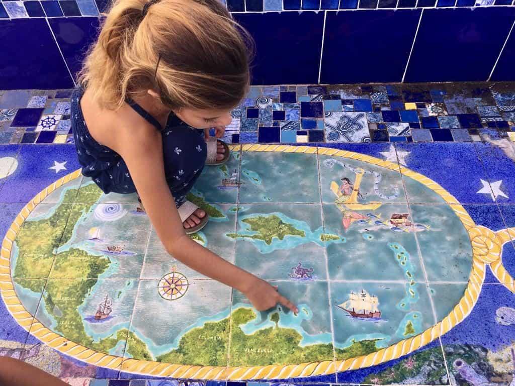 Sara contando  las islas que hemos conocido en el Caribe.