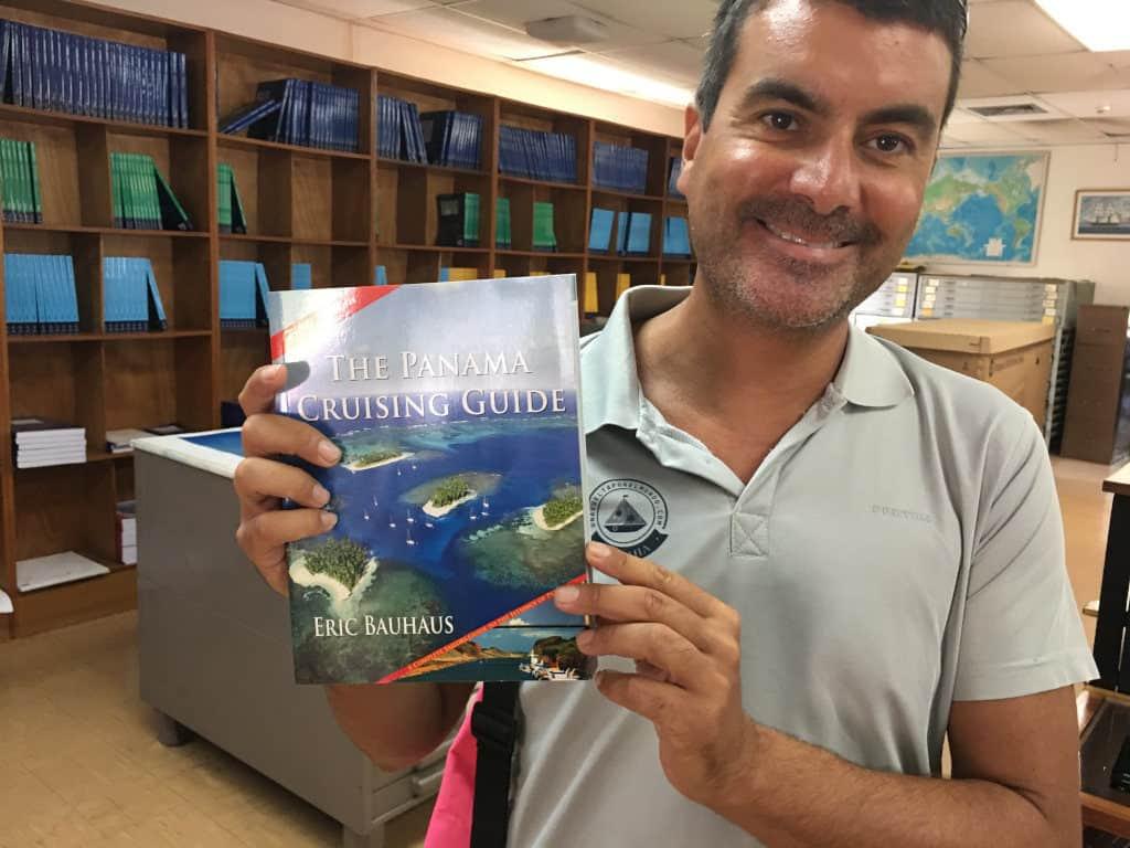 The Panama Cruising Guide del gran Eric Bauhaus.