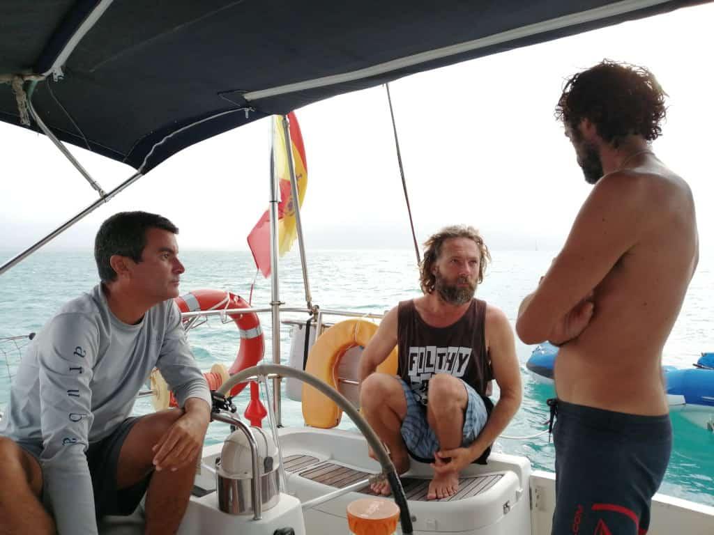 Eric, Edu y yo charlando en el Saramia.