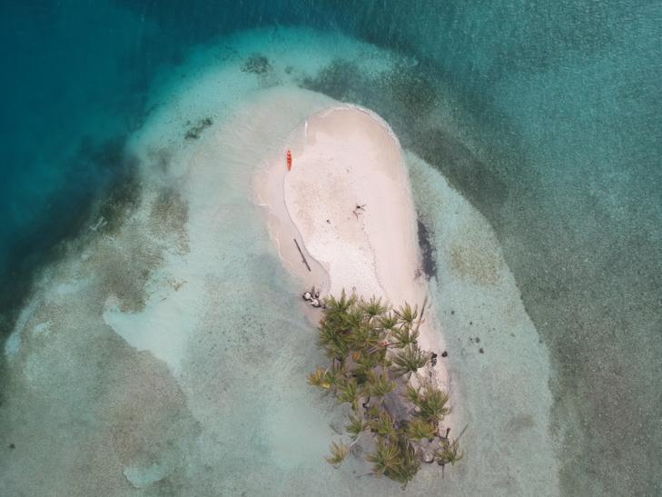 Aislados en una isla desierta.
