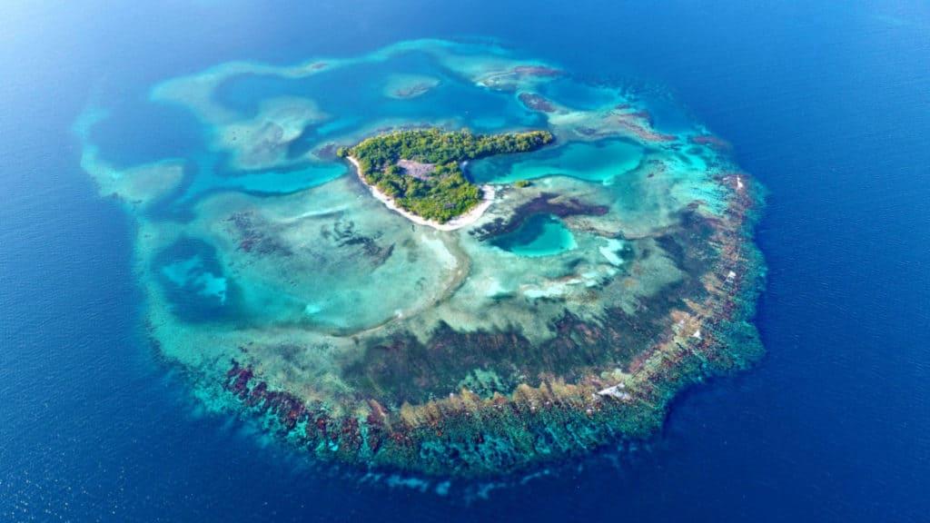Isla rodeada de arrecifes. (foto cortesía de Eric)