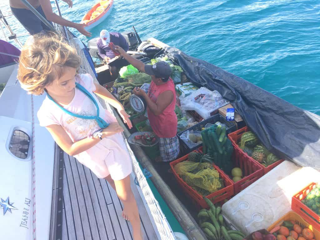 Pesando las verduras.