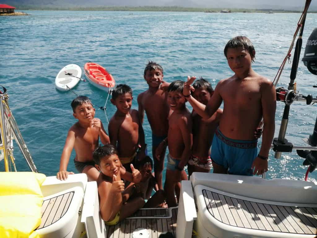 Los Hooligans de Rio Sidra a bordo del Saramia.