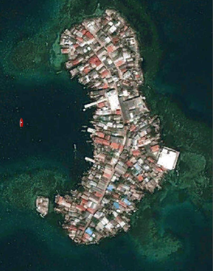 Vista satélite de Rio Sidra. El Saramia fondeado a la izquierda.